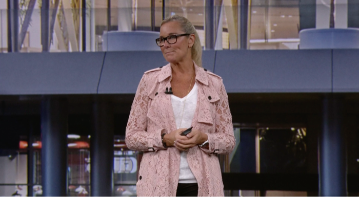 07_ahrendts_on_stage